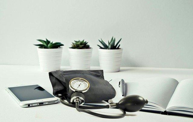 blood pressure 3524615 640 - Obtén el mejor servicio energético para tu clínica